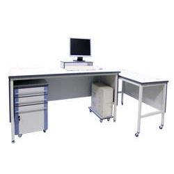 Компьютерные и письменные столы серии ЛАБ